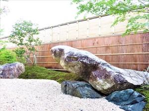 重すぎたシンボルの石だが、まさに石の声を聞けた気がした。