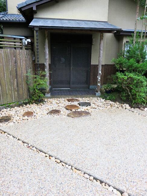 洗い出しの舗装で草の発生を無くす