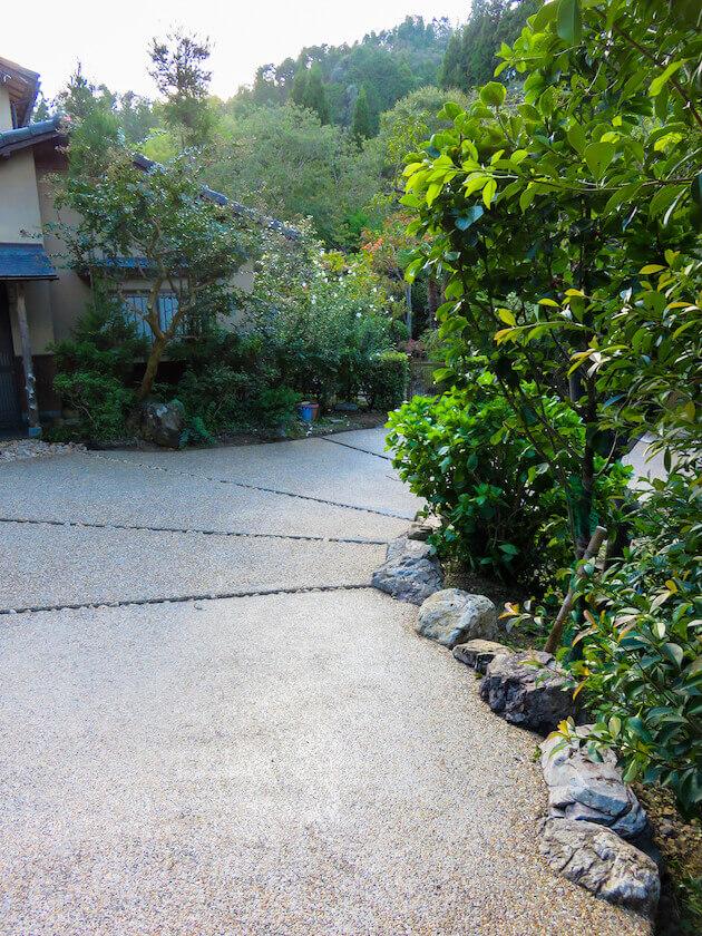 自然素材を使いこなす庭師の務め